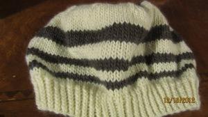 あまった毛糸で編んだ帽子です