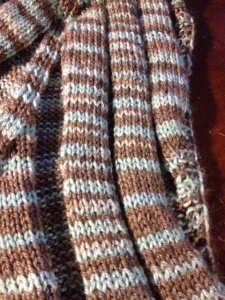 ゴム編みの部分です。毛糸が柔らかいのでいいですよぉ。